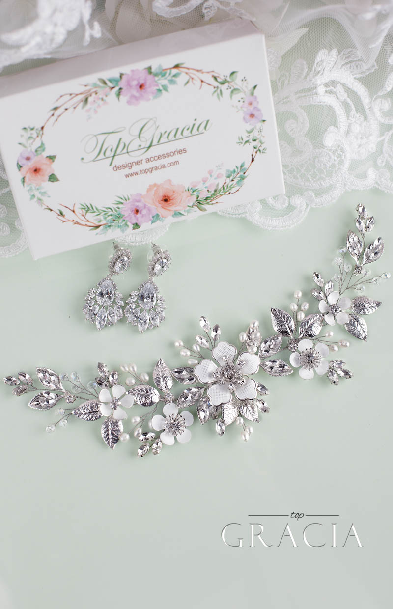 flower_bridal_hair_pieces_with_white_flowers_crystals